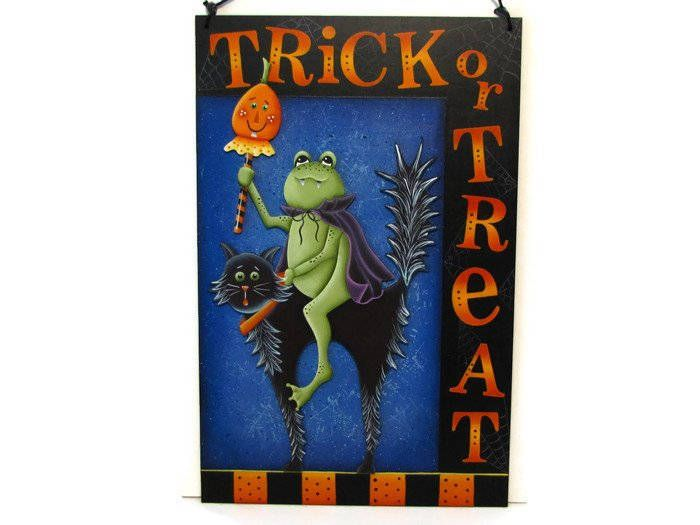 Trick or Treat Halloween Sign, Black Cat, Frog, Handpainted Wood, Hand Painted Halloween Home Decor, Wall Art, Tole Decorative Painting by ToleTreasures on Etsy