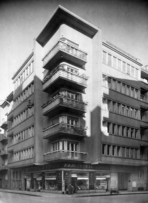 Balzac (Légrády Károly) utca 35. a Hollán Ernő utcából nézve.