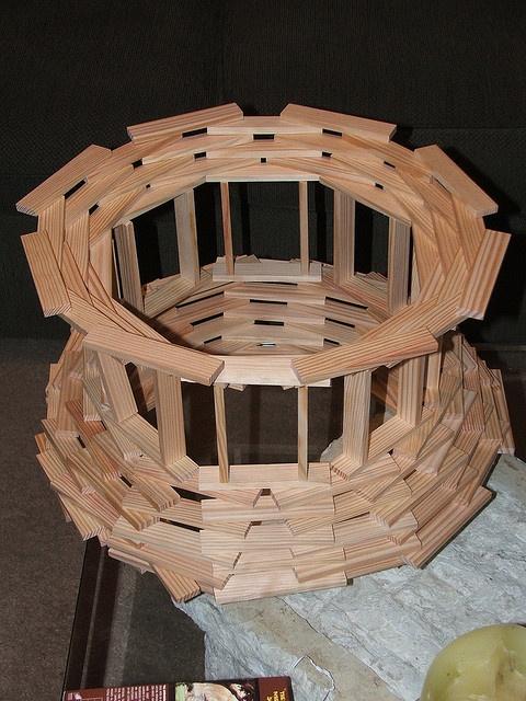 Construeren:  Losse onderdelen samenvoegen tot één stevig geheel; de afzonderlijke onderdelen blijven zichtbaar.