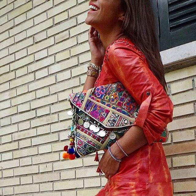 Llegaron a diascomoestos.com estos fabulosos bolsos hechos con trozos de telas de la India bordadas a mano. Piezas únicas!!!