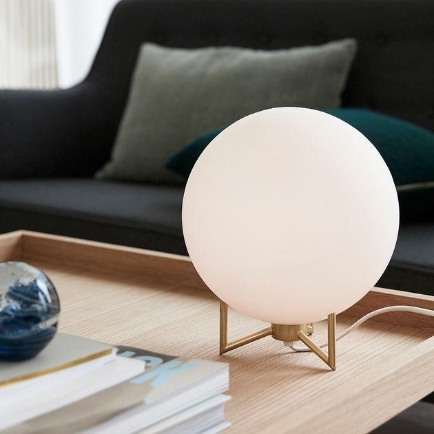 Lampe En Verre Blanc Socle Metal Dore Hubsch Decoclico Lampes De Table Lampe A Poser Deco