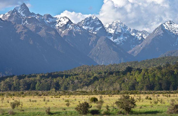 Earl Mountains od Milford Road, Fiordland, Nový Zéland