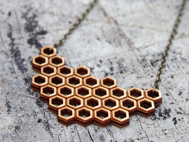 """Holzketten - """"honeycomb"""" geometrische Kette Holz - ein Designerstück von goldenspleen bei DaWanda"""