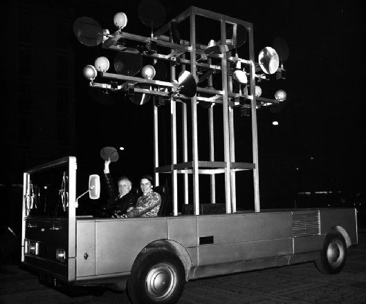 Nicolas Schöffer: Creation and presentation of SCAM 1., 1st Auto-Mobile-Sculpture in Milan (Italy) and Paris (chassis : Renault ; coachwork : Coggiola, Torino) (1973) #experimentsinmotion #motion