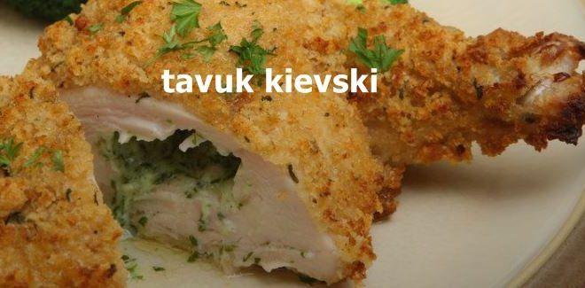 Tavuğa farklı bir bakış açısı getiren enfes bir Ukrayna yemeği; tavuk kievski. Ukrayna mutfağına ait olmasına rağmen Rus yemeği olarak da bilinen tavuk kievski şinitzele benzeyen, içinde farklı lezzetleri ve aromaları barındıran bir tavuk yemeği.