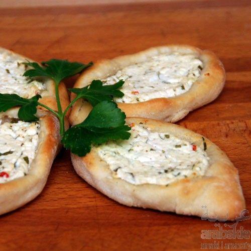 >PRZEPIS< Fatayer bi żybne. Pieczone placuszki z serem