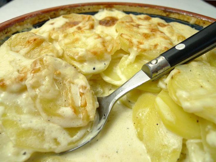 Aardappelgratin is iets speciaals voor een dineetje met vrienden of familie. Met sojaroom en belegen geitenkaas maak je het nagenoeg lactosevrij.  | http://degezondekok.nl