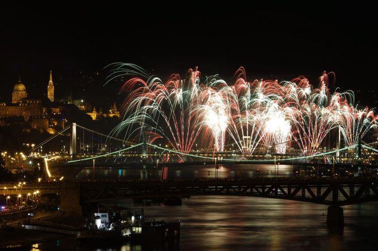 Kattintson, és nézze meg itt újra a budapesti tűzijátékot! | Híradó