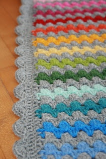 Ellis Welt: Tschakka! Meine Granny Stripes Decke ist fertig! Great use of gray with rainbow colors