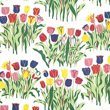The Tulpaner print (Tulips in English) is soft and distinct without the need for small details. What stands out with this design are the delicate contours used to draw the petals. Josef Frank's use of complementary hues gives the flowers their depth and vitality. Josef Frank designed this print in 1925-1930.
