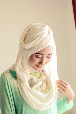 Stewardess hijab style :p