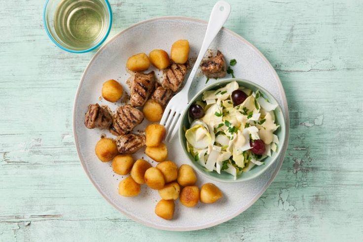 Varkenshaas met witlof-druivensalade. Het originele recept is 15 sp, maar makkelijk een light versie van te maken.