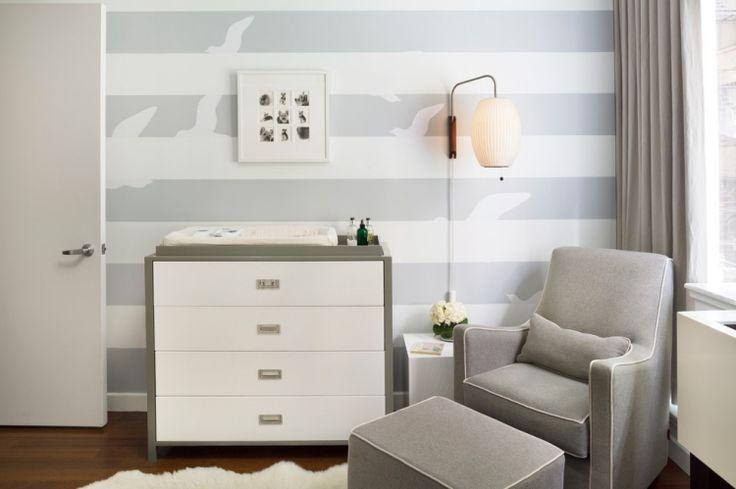 schöne Wanddeko Idee fürs Babyzimmer - Streifen und Vogel-Silhouetten