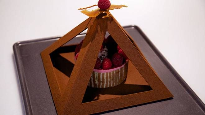 Gizeh's treasure. A beautiful cake and chocolate pyramid made by Rudolph van Veen (a Dutch patisserie) in his program Rudolph's bakery