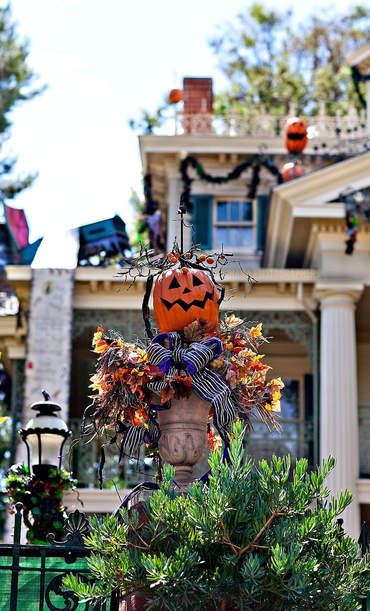 Disneyland Haunted Mansion Holiday // Halloween at Disneyland