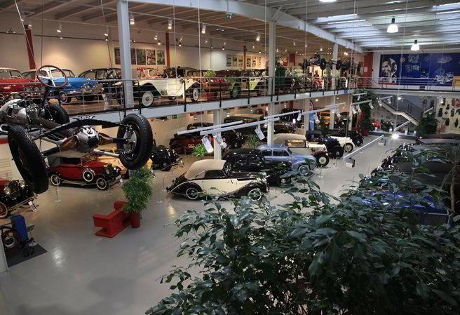 Kudy z nudy - Veteran Arena Olomouc - věhlasné muzeum historických automobilů