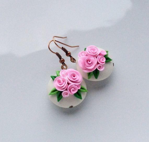 Roze roos oorbellen met linze parel oorbellen door fizzyclaret