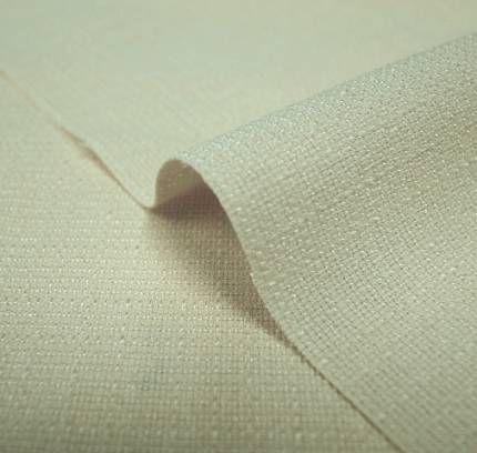 ブッチャー  ドビー装置を使って平織と斜子織を不規則にした織物のこと。  布面には縦畝や横畝、畝の間隔が不規則に並び、立体感が出るのが特徴で、さらに節糸やネップなどを用いてその効果を高めたものもある。夏用の紳士スーツをはじめ婦人服や子供服などにもちいられる。  #アパレル #ファッション #ファッション用語 #wiki #生地 #織物 #織布 #マテリアル #テキスタイル #apparel #fashion #material #textile #fabric #woven