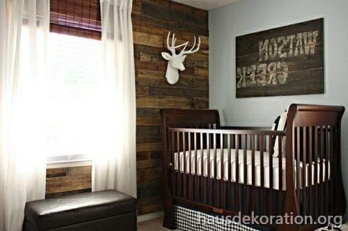 2013/02/rustikales Babyzimmer Holzwand Deko
