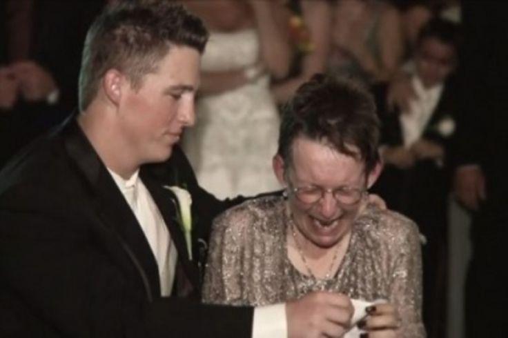Lors de son mariage, sa mère ne peut quitter son fauteuil roulant, mais ce qu'il fait pour elle est magnifique.