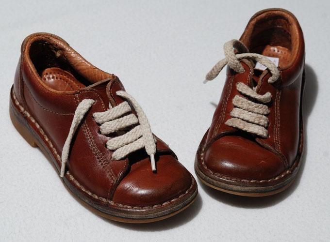 Piedro schoenen. Die moest ik dragen tot mijn 11e. Altijd dezelfde kleur en hetzelfde model... :-(