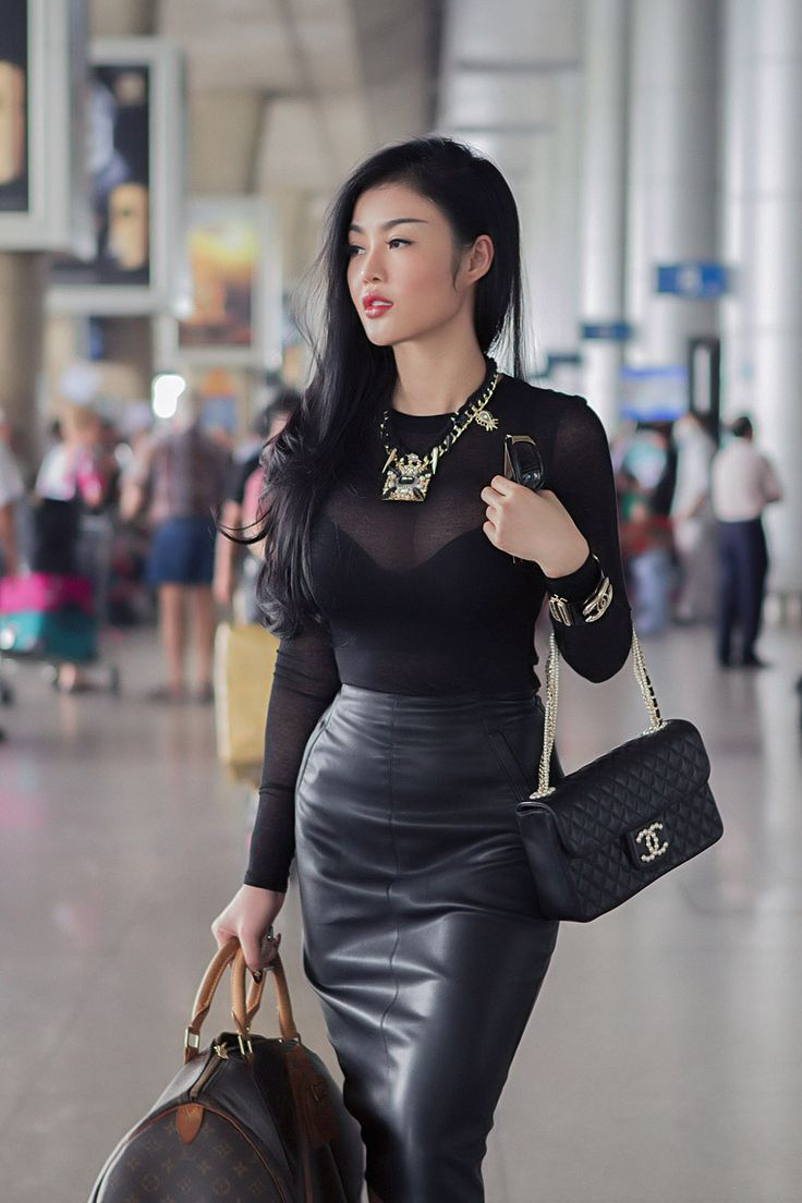 Perfect Beautiful Woman Wearing Black Leather Skirt Royalty Free Stock Images