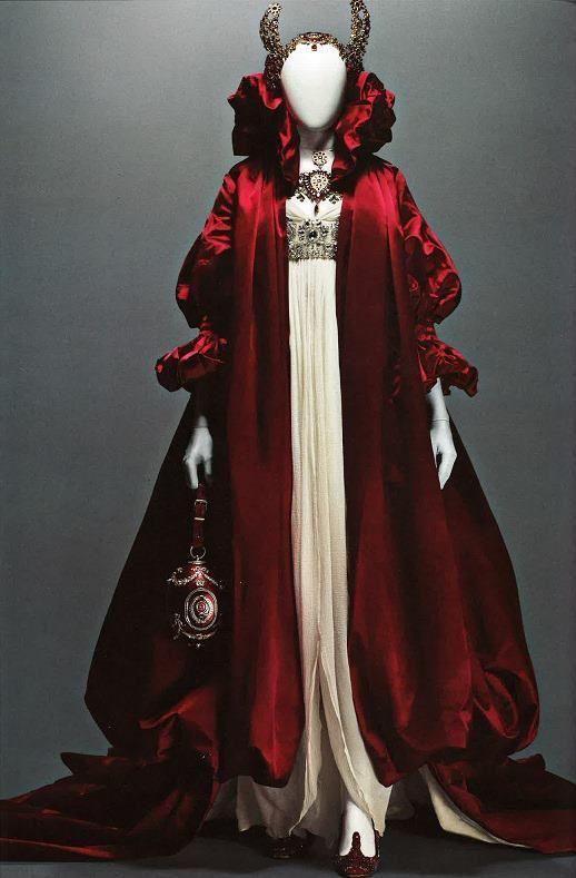 Inspiraciones de cuento en este vestido de Alexander McQueen.