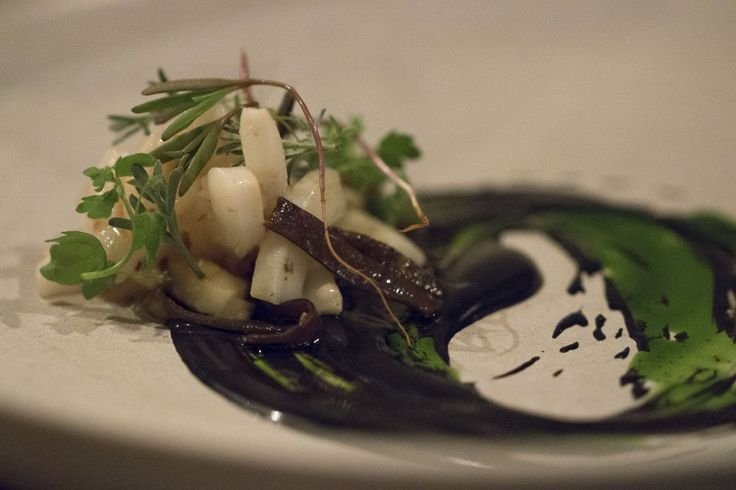 Kadeau | Seppie, ostrica, salsa al nero e alle erbette | Cucchiaio d'Argento