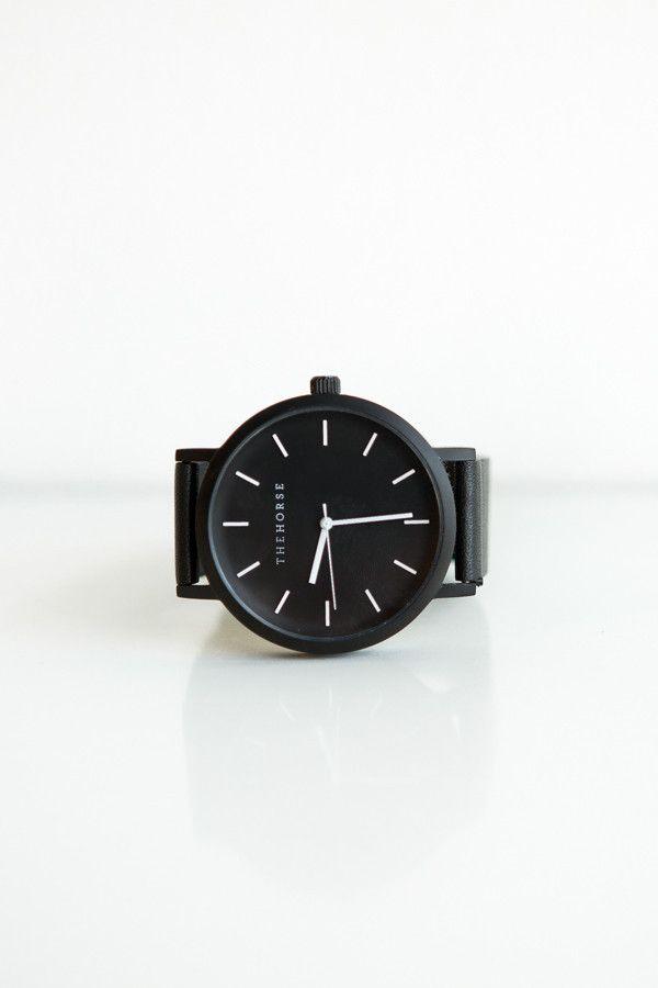 Minimalizm i klasyka: czarny skórzany zegarek/ Minimal + Classic: Black Leather Watch by the Horse