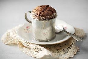 Suklaakohokas ✦ Klassisen suklaakohokkaan tärkein muistisääntö: vieraat odottavat jälkiruokaa, ei koskaan toisinpäin! http://www.valio.fi/reseptit/suklaakohokas/