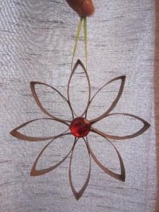 Easy, inexpensive, and fun DIY Ornament to make with the kiddos!Kids Diy, Christmas Crafts, Diy Ornaments, Kids Crafts, Toilets Paper, Christmas Decor, Easy Diy, Diy Christmas Ornaments, Toilet Paper