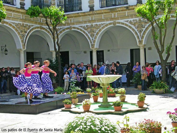 Los patios de El Puerto de Santa María. http://arteole.com/en/the-patios-of-el-puerto-de-santa-maria/