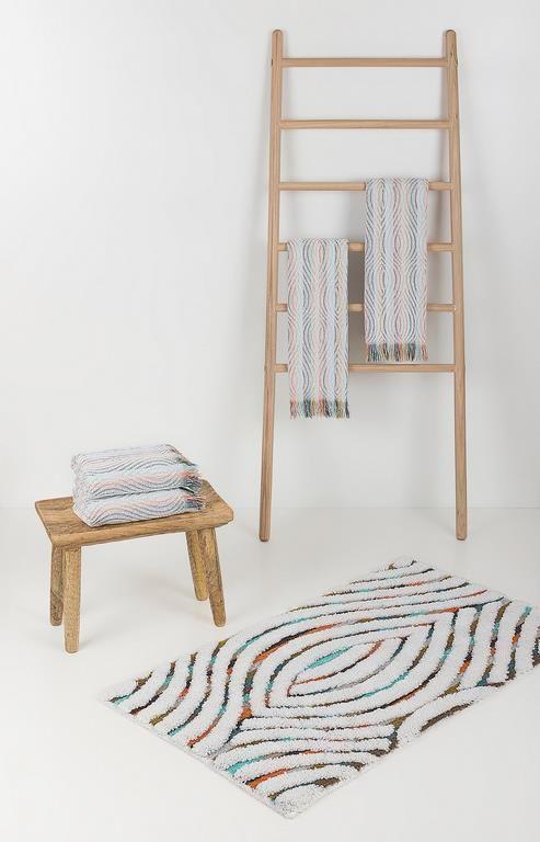 Geo bath towels and bath rugs. Part of our energise bath concept: a magnetic and exuberant range of products that will fill your bathroom with vitality.