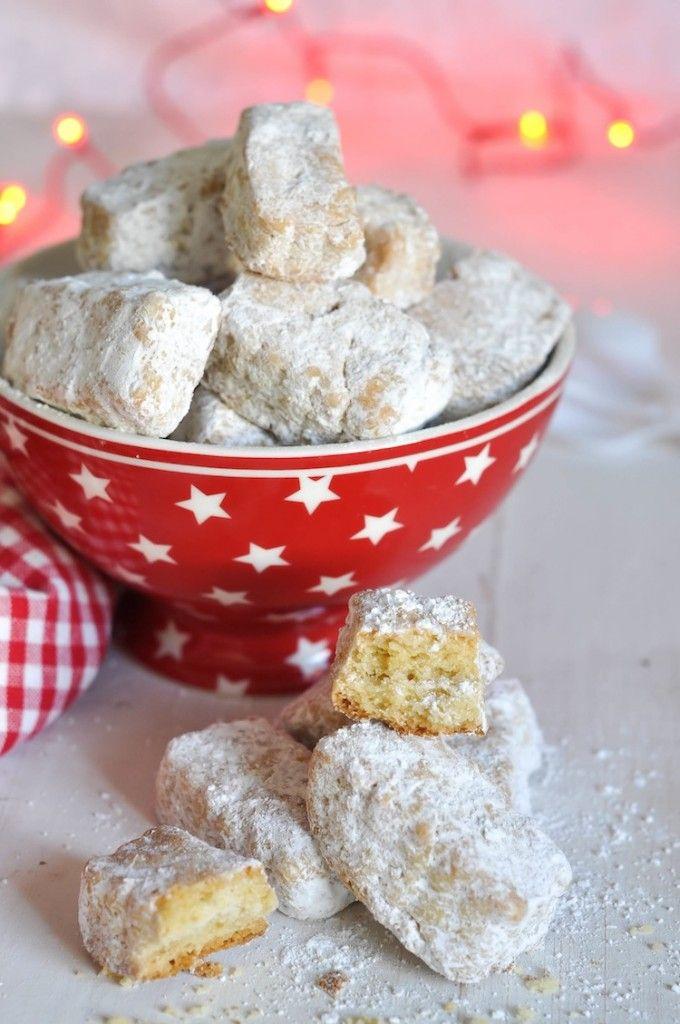 Las hojaldrinas son una de las recetas navideñas por excelencia, es muy sencilla de hacer y tienen un sabor delicioso. Perfecto para regalar.