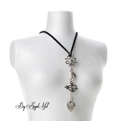 zwarte ketting met bedels zoals hartjes,zilveren kraal in bloem