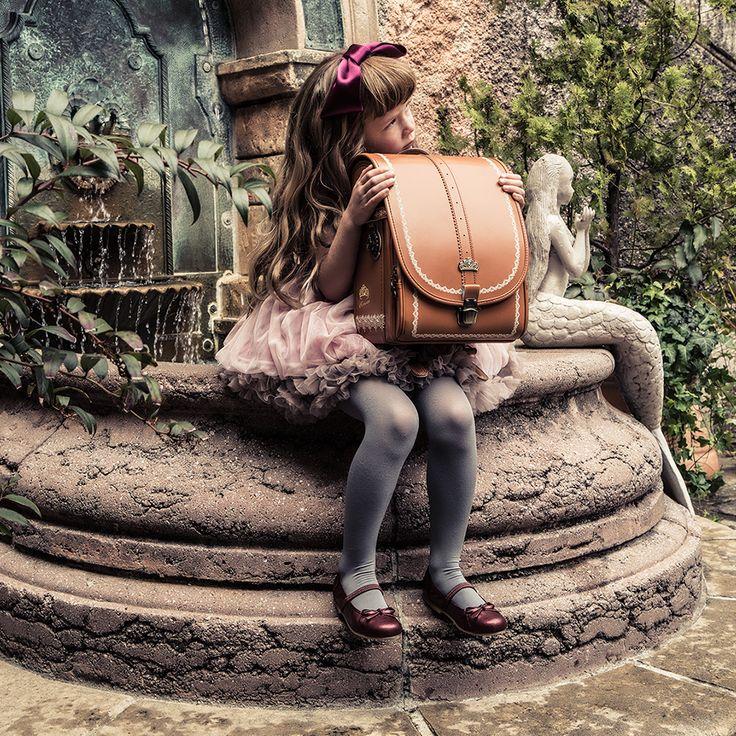 ランドセル 2017年モデル 女の子 アンティークランドセル 半かぶせタイプ 刺繍 クラリーノF フィットちゃん A4フラットファイル対応 リリコ LIRICO 。ランドセル ロマンティック・アンティーク・ランドセル 2017年モデル