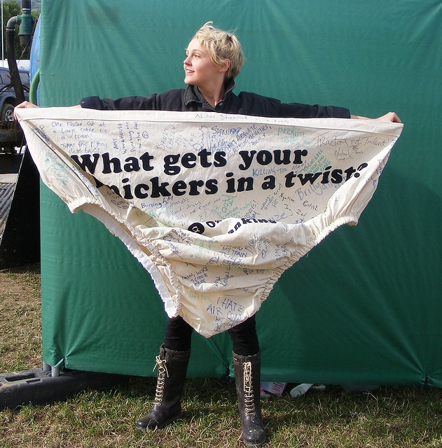 Laura Marling. this makes me laugh