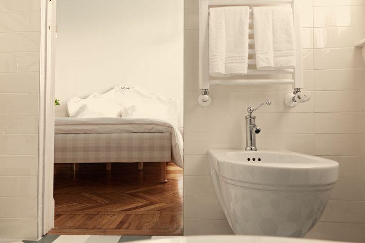 Adorabile Usèi from its private bathroom.