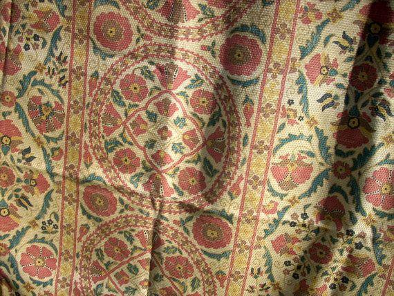 Bokhara Susani est un tissu floral magnifique de la célèbre maison Brunschwig & Fils! Tapisserie adaptée pour lameublement.  Motif floraux