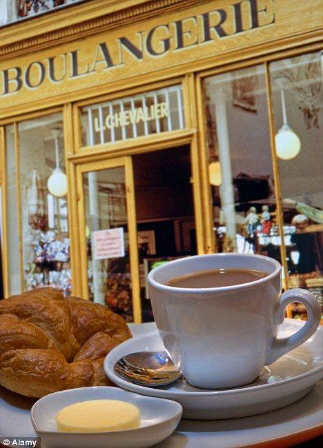 Bonjour, je voudrais un croissant et un cafe au lait, s'il vous plait.  Madame, monsieur, votre petit dejeuner est servi.