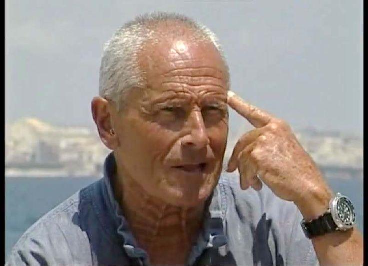 Enzo Maiorca (21.6.1931 - 13.11.2016), apneista più volte detentore del record mondiale di immersione in apnea. Iniziato nel 1977 nella loggia di Archimede di Siracusa del GOI.