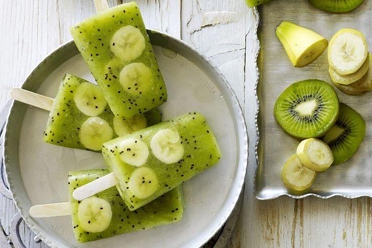 Recette de glace kiwi banane au Thermomix TM31 ou TM5. Faites ce dessert en mode étape par étape comme sur votre Thermomix !