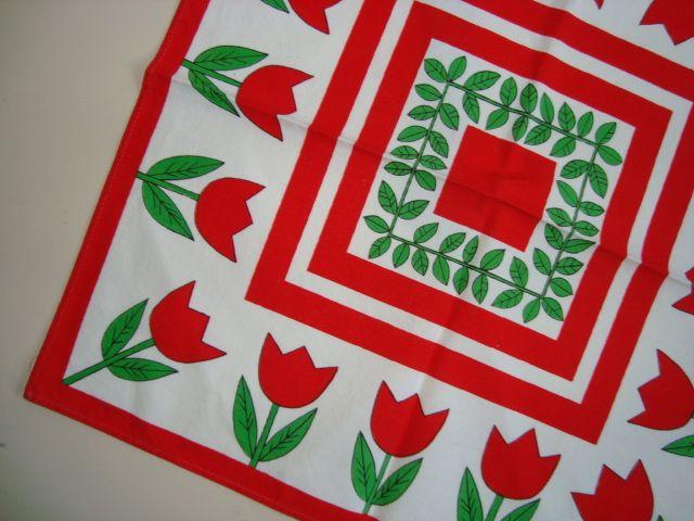 Table cloth from the 70s. Cotton. Dug - 1970'erne bomuld. #trendyenser #retro #textile #1970 #tekstil #dug. From www.TRENDYenser.com. SOLGT/SOLD