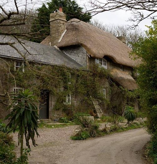 Penberth Cove Thatched Cottage (by chris_I / cornwalls.co.uk) One of the most attractive thatched cottages in Cornwall. Located in Penberth Cove between Lamorna and Porthcurno.