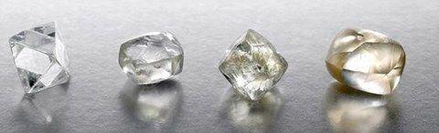 Diamant vient du grec adamas, signifiant invincible. Le diamant est une pierre extrêmement dure, plus dure que le rubis, l'émeraude ou la tourmaline par exemple. Composé de carbone, du graphite à la base de la mine de crayon à papier, le diamant est la seule pierre dont la carte d'identité et la valeur peuvent être précisément établies, grâce aux 4C.  Ces critères mis au point par la société sud-africaine De Beers sont : « color », « carat » (unité de poids de 0,20g),  « cut » et « clarity…