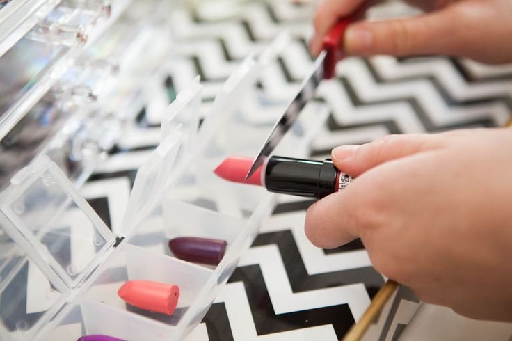 21 lipstick tricks that every woman should know.