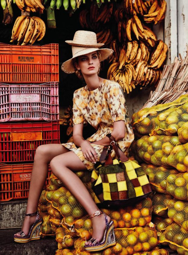 """Edição de Março/2013 da revista Marie Claire Austrália - Editorial """"Living in Colours"""". Estrelado pela top Denisa DvoraKova, e fotografado por Nicole Bentley. Salvador - Bahia"""
