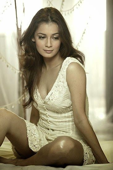 The hot and sexy bollywood fame actress heroine girl model diya mirza very erotic pictures in saari in which she is looking damm cute and se...
