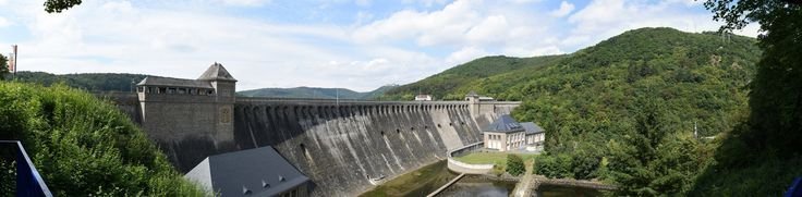 https://flic.kr/p/L2xUkc | Edersee dam | Edersee dam, met in de verte slot Waldeck. Hugin panoram gemaakt uit 7 foto's.
