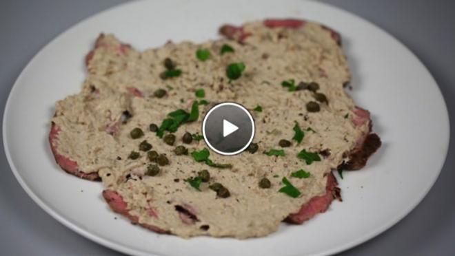 gladde saus. Breng de saus op smaak met zout en peper.VitelloLeg de plakjes fricandeau op borden. Smeer een laagje tonijnsaus op het vlees. Pluk en snijd de...